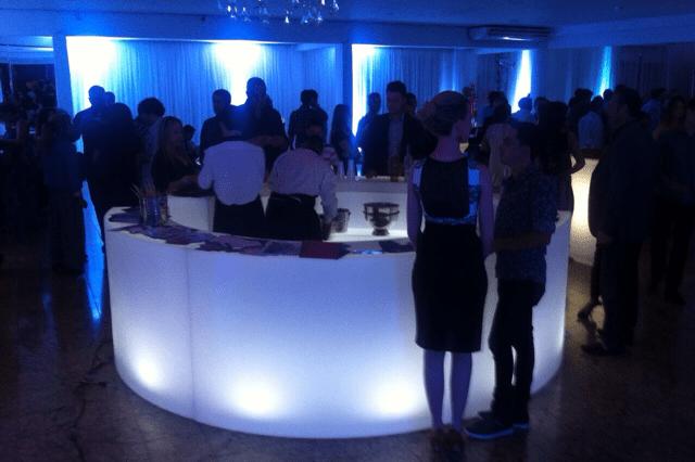 móveis para eventos corporativos, locação de mobiliário LED, festas de final de ano, lançamentos de produtos,