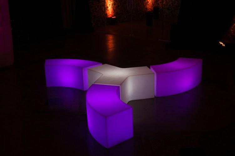 puff neon são paulo , painel de LED , telão de LED , aluguel de móveis para eventos em são paulo, bar e balcão para festas em são paulo , mesas bistrô