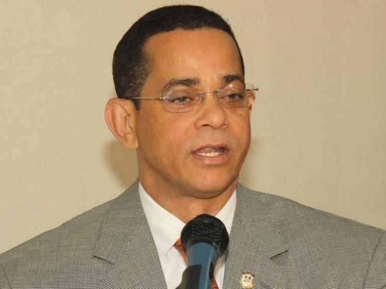 Senador José Rafael Vargas exhortó a compueblanos a no salir a las calles