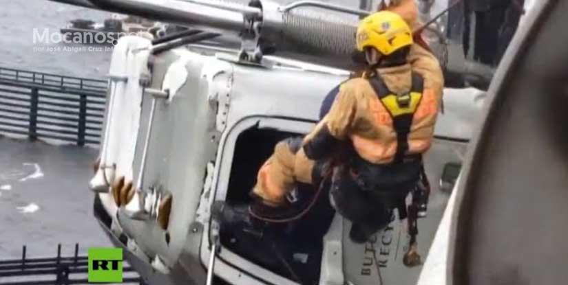 VIDEO: Increíble rescate de un conductor atrapado en su camión colgando
