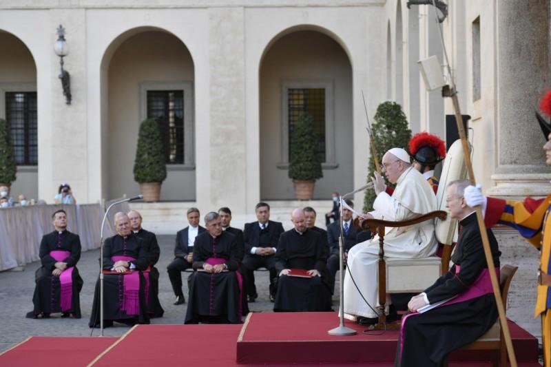 Día Internacional para la Protección de la Educación: Llamado del Papa