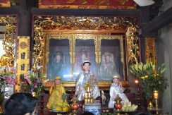 altar-one-pilar-pagoda-hanoi-vietna-2