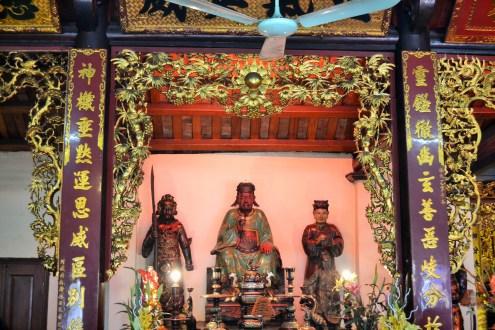 altar-one-pilar-pagoda-hanoi-vietna-3