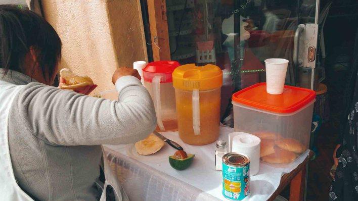 Típico desayuno Cusqueño, muestra de la gastronomía y los sabores de las calles cusqueñas. ©2020 Mochileros.org