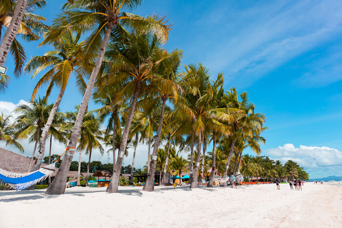 la playa de alona beach en filipinas