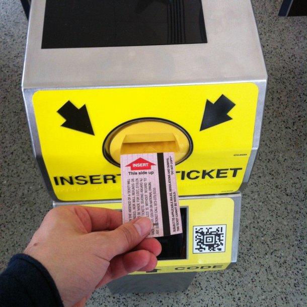Aeropuerto-Newark-Liberty-estación-trenes-billete-tornos