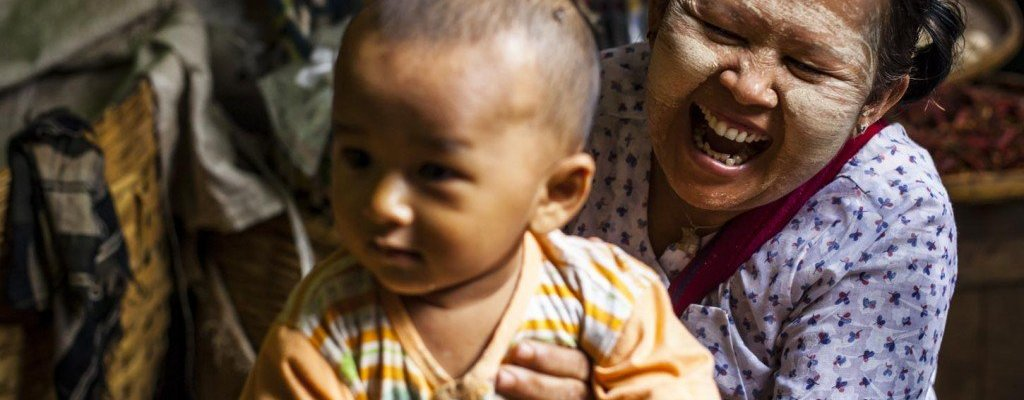Myanmar-Abuela-maquillaje-Tanaka-Mercado-Bagan-Birmania