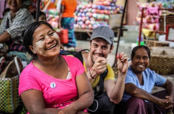 Myanmar-Birmania-mercado-vendedora-Iosu-Lopez
