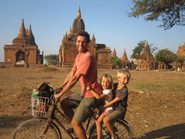 Voltalmon-vuelta-mundo-familia-Birmania