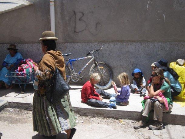Voltalmon-vuelta-mundo-familia-Bolivia