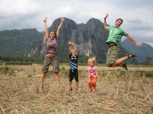 Voltalmon-vuelta-mundo-familia-Laos