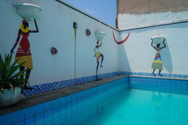 Tijuana-Hostel-Sao-Luis-piscina-pared