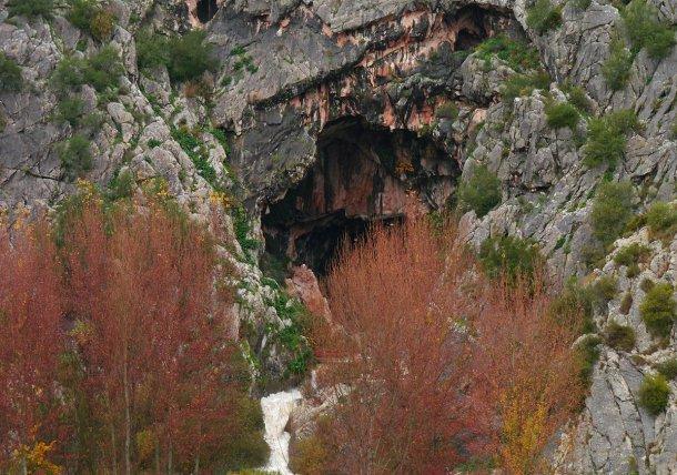 Cueva del Gato en la Gran Senda de Málaga