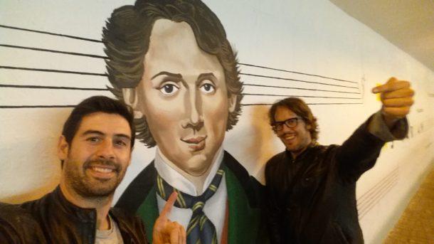 Selfie con Chopin de Alberto e Iosu de MochilerosTV