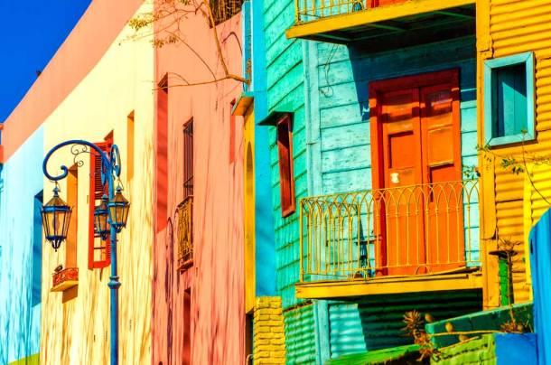 Caminito, es un museo al aire libre, una calle de adoquines y colores en Buenos Aires