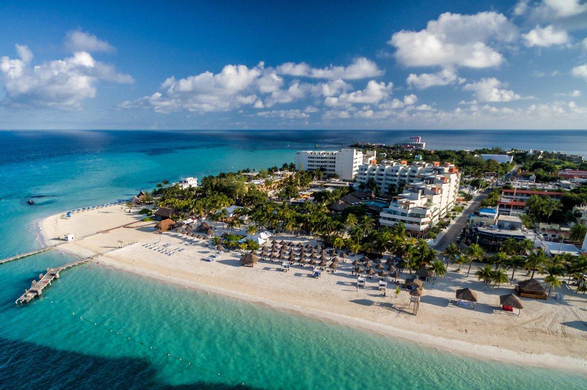 Foto aérea de Isla Mujeres, una de las mejores excursiones en Riviera Maya