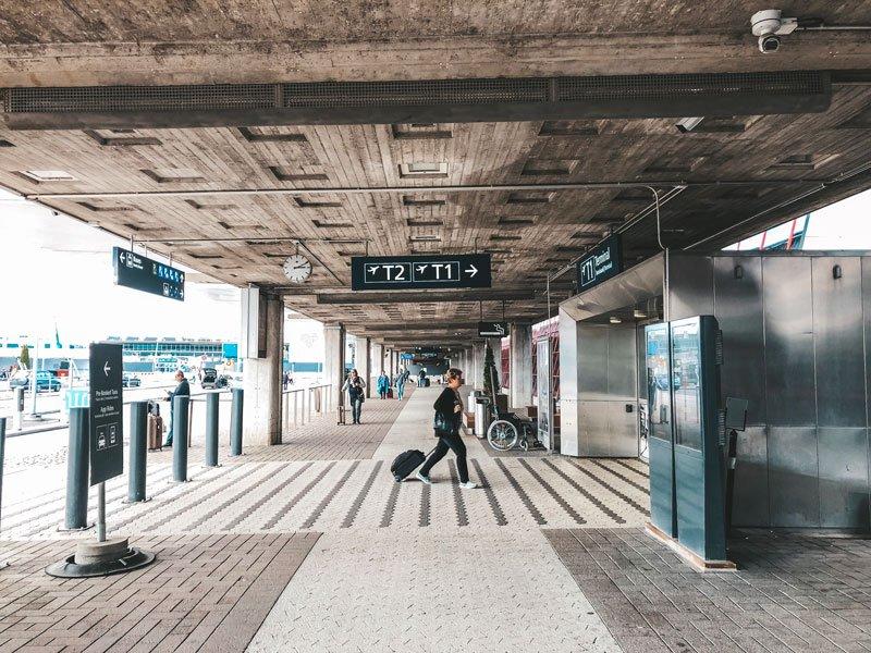 Exterior del aeropuerto Vantaa de Helsinki