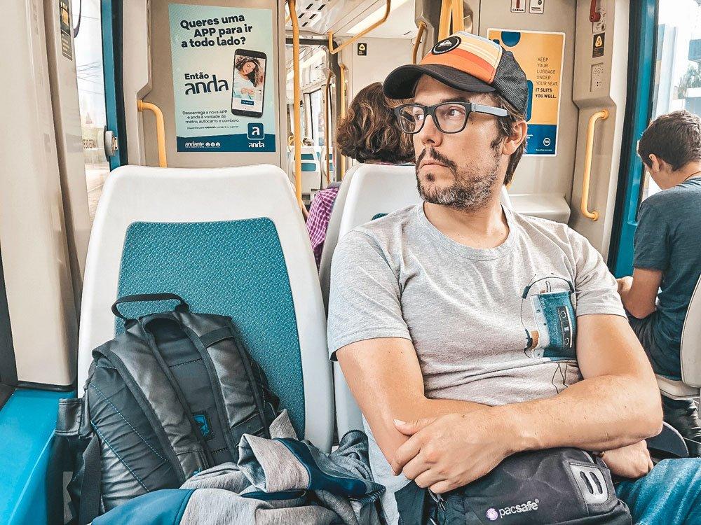 Iosu López de Mochileros TV en el metro de Oporto
