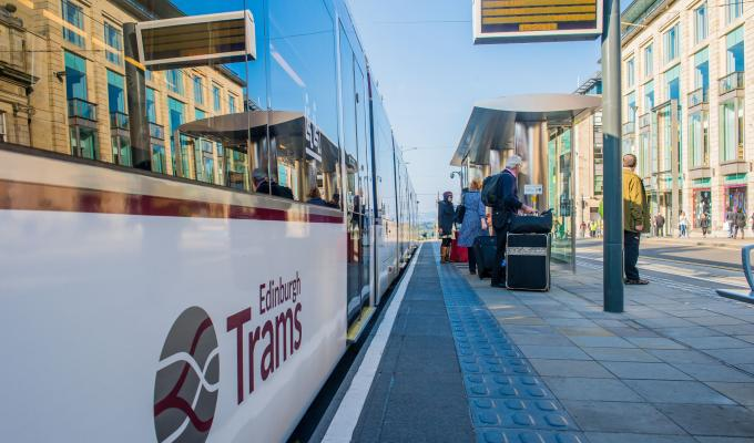 cuánto cuesta viajar a Edimburgo