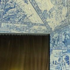 Foyer dedicado aos azulejos portugueses e holandeses