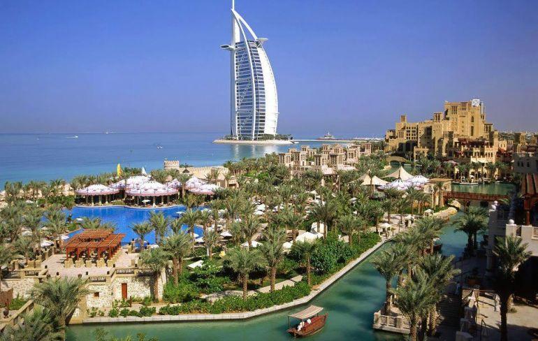 Dubai seven star hotel Burj al Arab