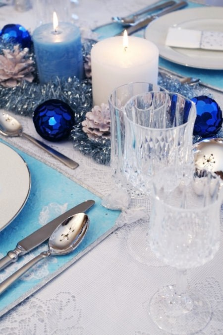 blue christmas table decoration idea