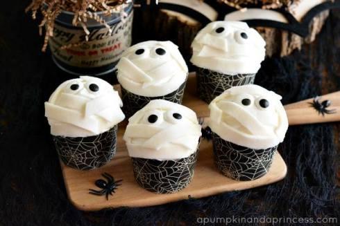 Easy and cute halloween mummies recipe