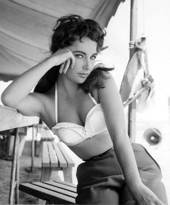 Black and White Photos of world's most beautiful women 6
