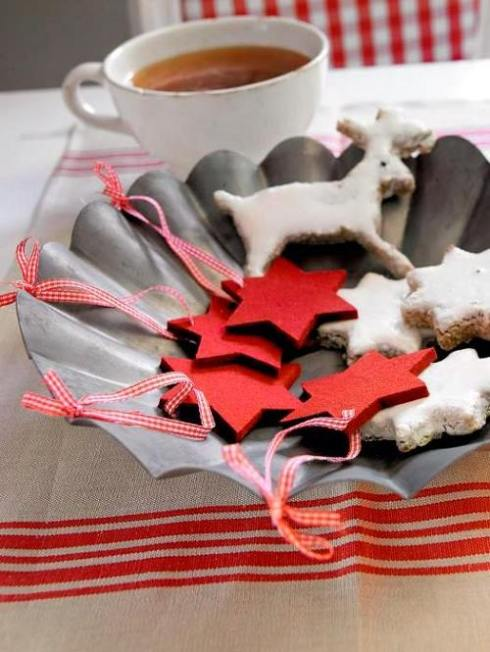 creative christmas table decor ideas  with red color 12