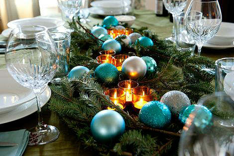 creative christmas table decor ideas  with blue silver color 17