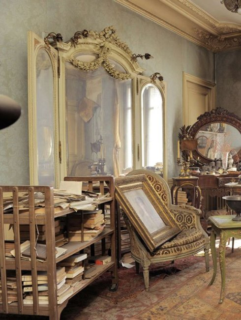 Madame de Florian's apartment untouched for 68 years 8