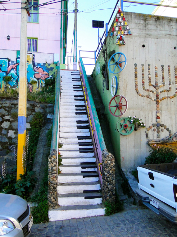 amazing stairs street art around the world, Chile 4