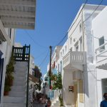 interesting things to see in Greek island Mykonos, cobbled street 3