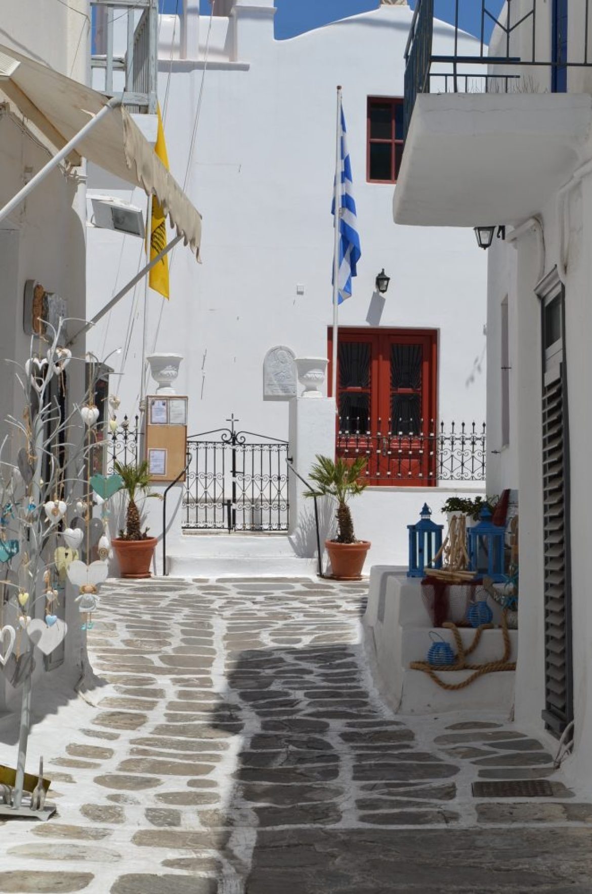 interesting things to see in Greek island Mykonos, cobbled street