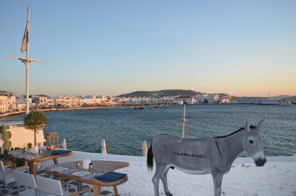 interesting things to see in Greek island Mykonos, remezzo bar