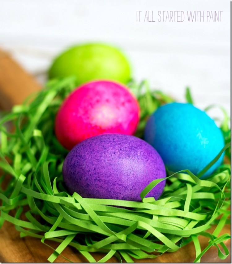 Color easter eggs with rice