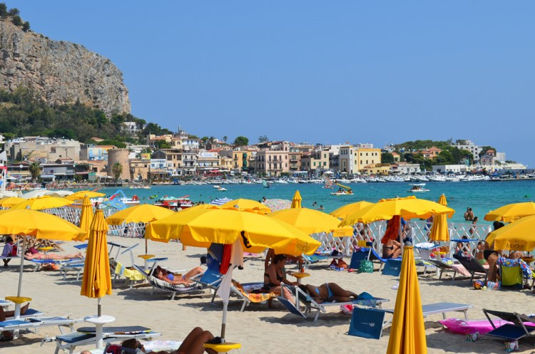 The most popular beaches of Palermo, Mondello beach 3
