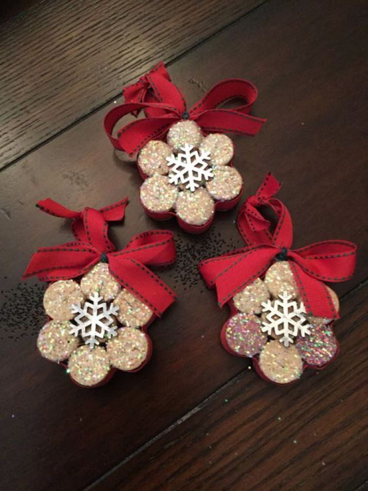 unusual holiday handmade crafts, cork snowflake