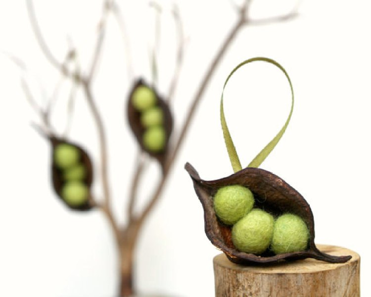 unusual holiday handmade crafts, pea pod