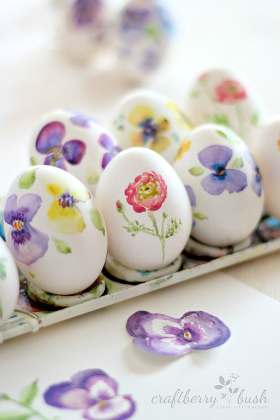 fun ways to dye easter eggs, flower