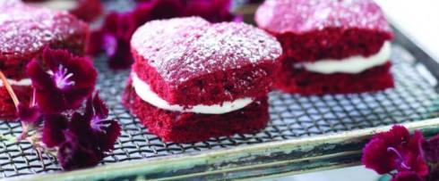 pretty red velvet heart shaped cake recipe for the VDay