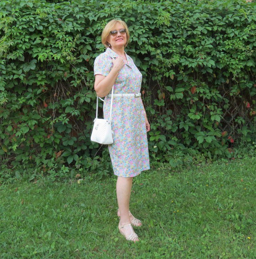 Платье-рубашка с нежным цветочным принтом