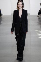 Emma Harris - Calvin Klein Collection Fall 2016 Ready to Wear