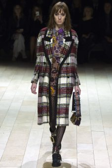 Teddy Quinlivan - Burberry Fall 2016 Ready-to-Wear