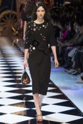 Vika Ihnatenko - Dolce & Gabbana Fall 2016 Ready-to-Wear