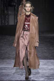 Waleska Gorczevski - Nina Ricci Fall 2016 Ready-to-Wear