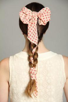 Saç bantları ile farklı bir tarz oluşturun