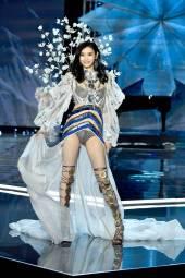 Ming Xi - Victoria's Secret Fashion Show