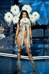 Sara Sampaio - Victoria's Secret Fashion Show
