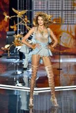 Sanne Vloet - Victoria's Secret Fashion Show